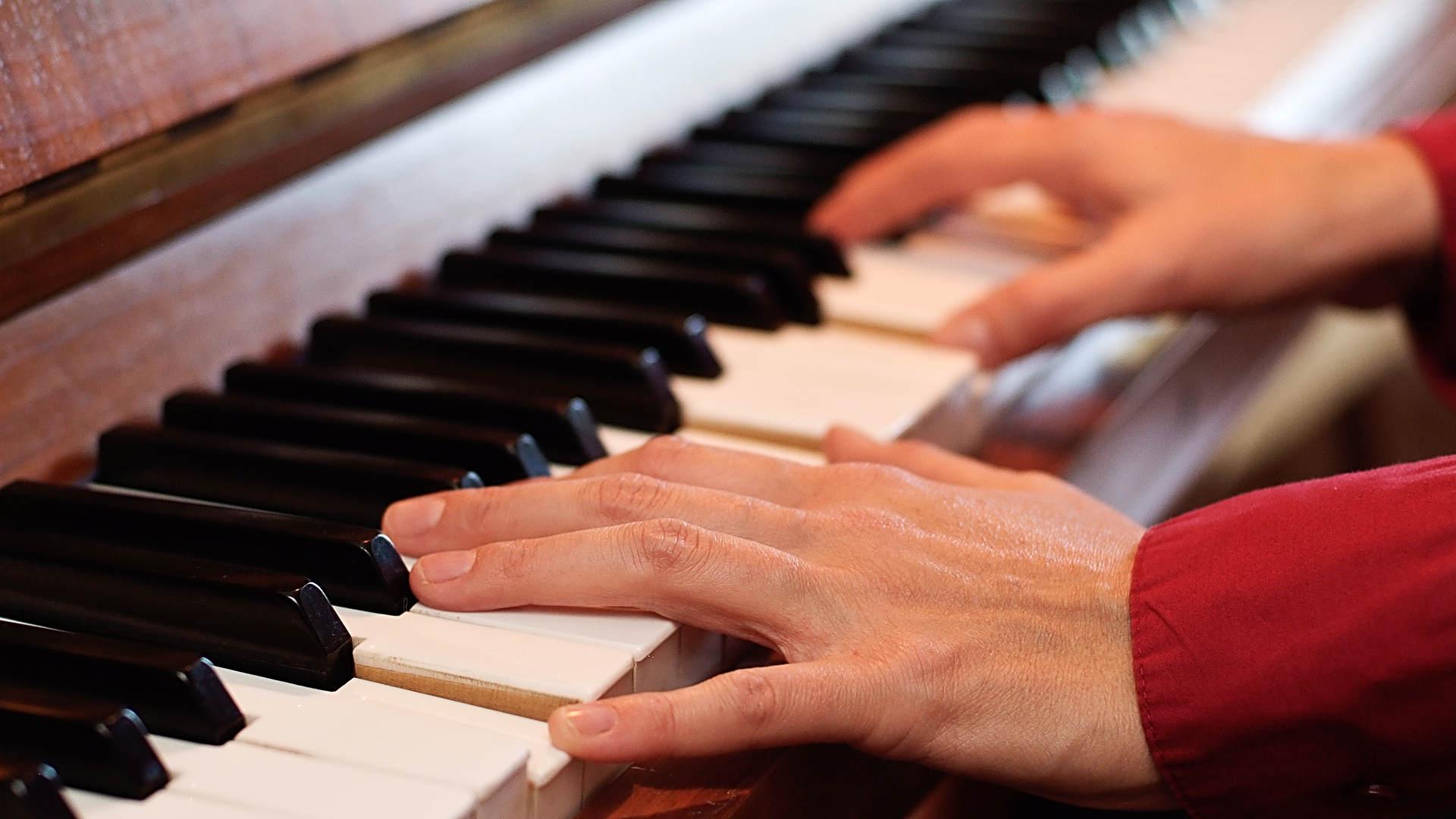 Nicole Centmayer gibt Klavierunterricht in Wiesbaden